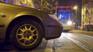 Źle zaparkowany samochód blokował tory na Stalowej