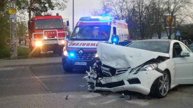 Kolizja w Wawrze, dwa samochody rozbite