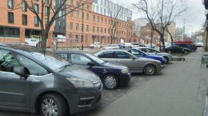 """""""Darmowy Park&Ride"""". Aktywiści chcą więcej parkomatów na Pradze"""