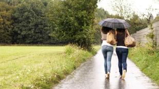 Prognoza pogody na dziś: popada deszcz. Miejscami zagrzmi