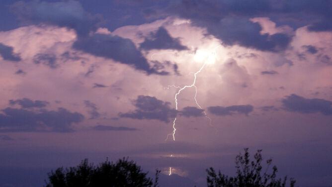 Piątek upływa pod znakiem burz. <br />Wydano prognozę na sobotę
