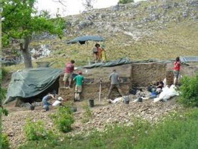 Stanowisko archeologów, gdzie znaleziono głowę figurki